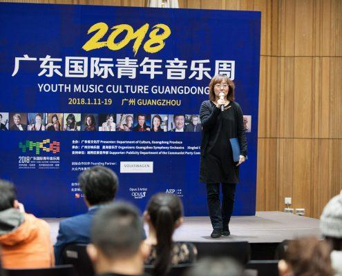 星海音乐厅副主任王冬云介绍开幕式音乐会以公益票价在今天正式开售